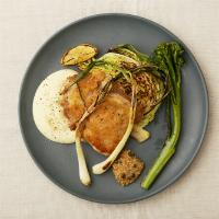 大山鶏とちりめんキャベツの低温ロースト クリーミーマッシュポテト添え